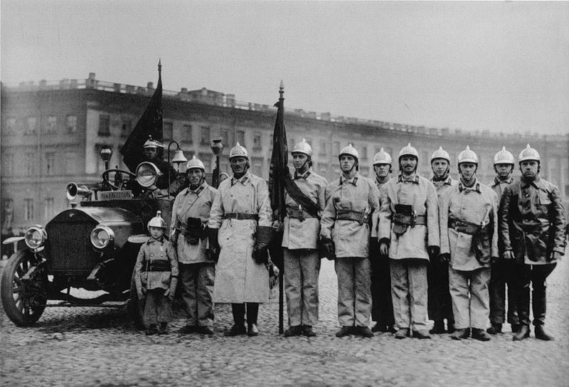 Пожарная команда торгового порта на параде пожарных частей