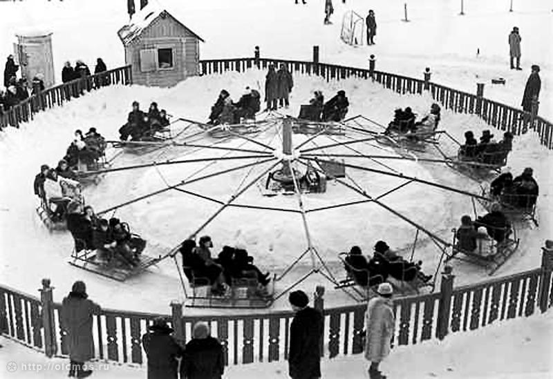 Зимняя карусель в парке Горького