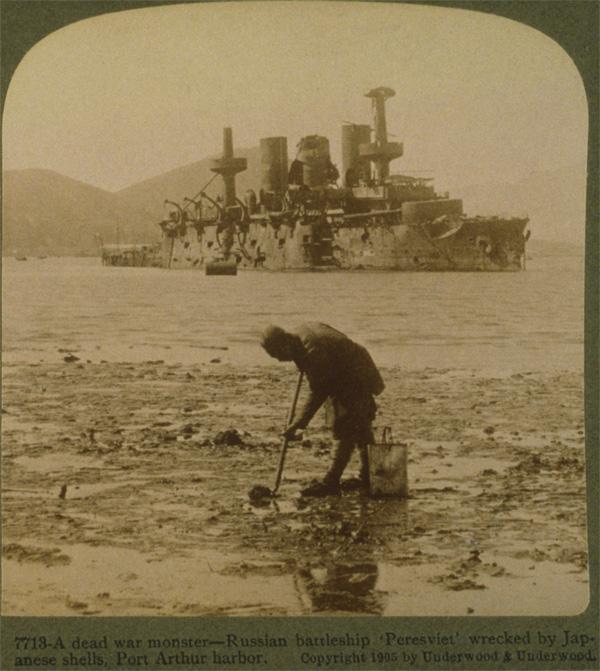 """Подбитый броненосец """"Пересвет"""", Порт-Артур"""