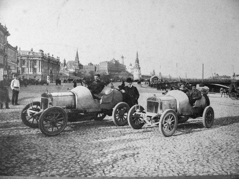 Автомобилисты на Пречистенской набережной