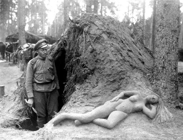 Разведчик Алексеев и его скульптура из сырого песка