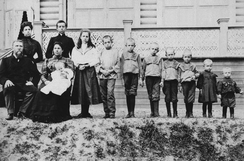 Семья купца Поленова