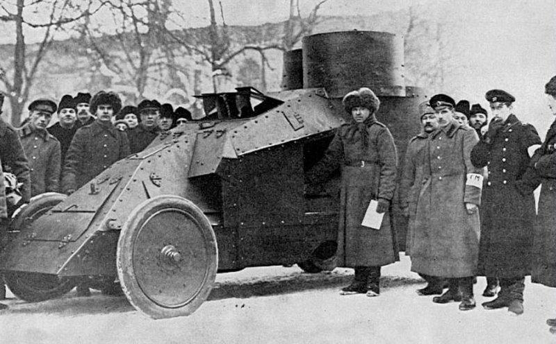 Добровольные милиционеры с броневиком