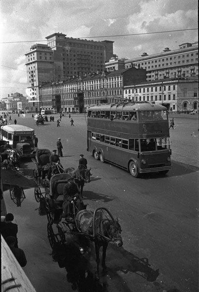 Извозчики на пл. Свердлова (Театральная площадь)