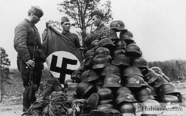 Советские солдаты после битвы под Мурманском