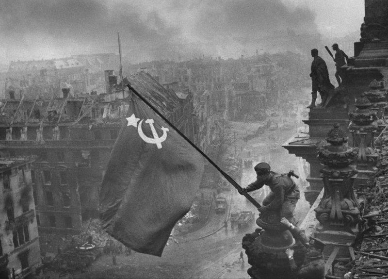 Водружение знамя над Рейхстагом