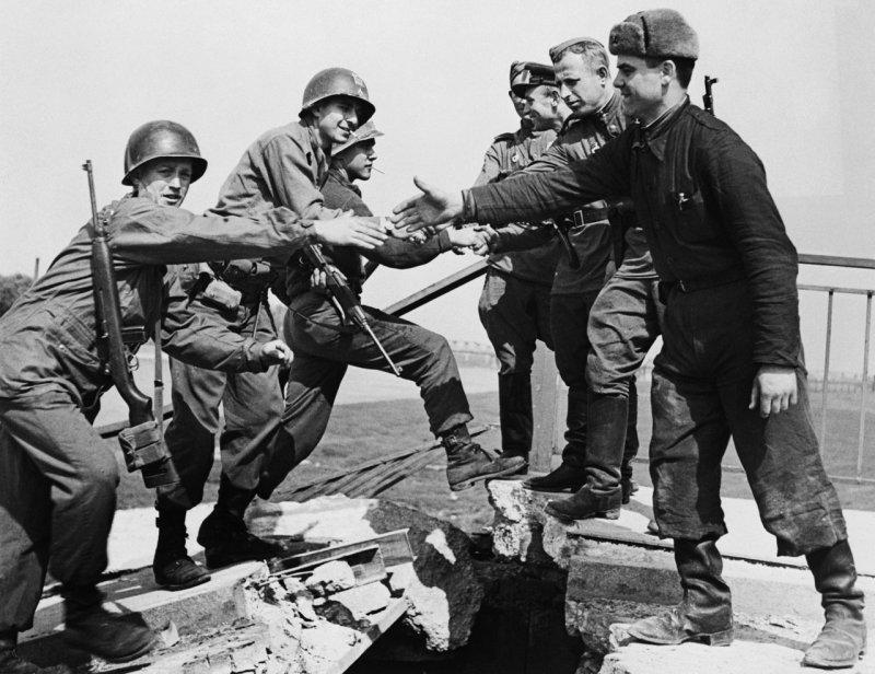 Встреча советских и американских войск на Эльбе