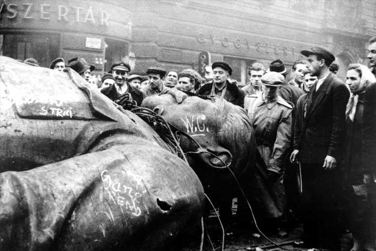 Разрушенный памятник Сталину в Будапеште