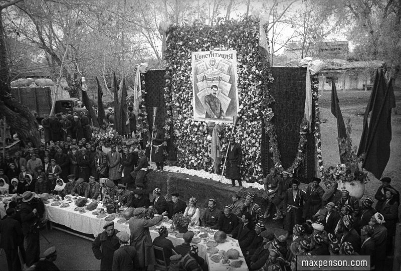 На празднике в честь новой конституции СССР