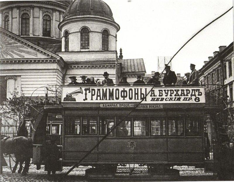 Реклама на конном трамвае