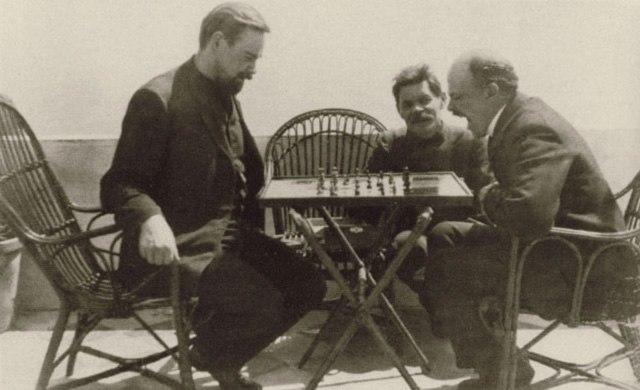 Ленин, Горький и Богданов играют в шахматы, Капри