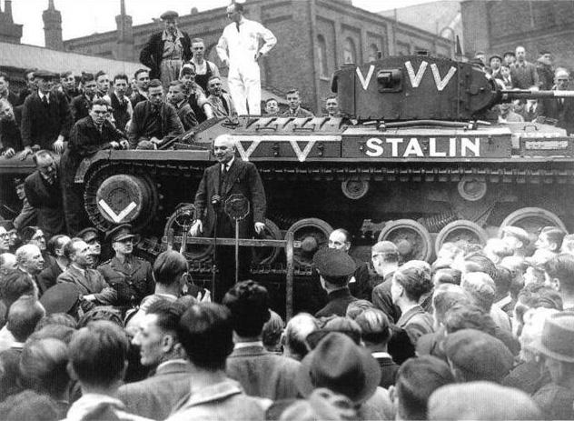 Советский посол благодарит британских рабочих за танки