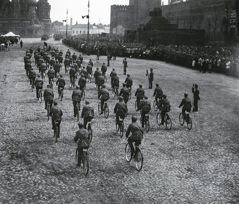 Парад на Красной площади, велосипедисты