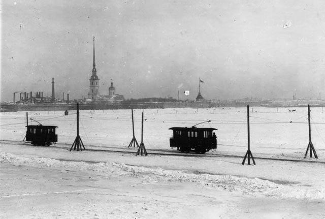 Трамвайная переправа по льду Невы