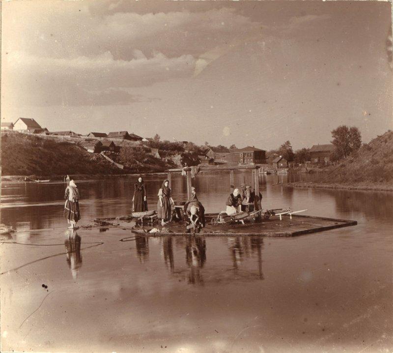 Стирка белья на речке Тагил